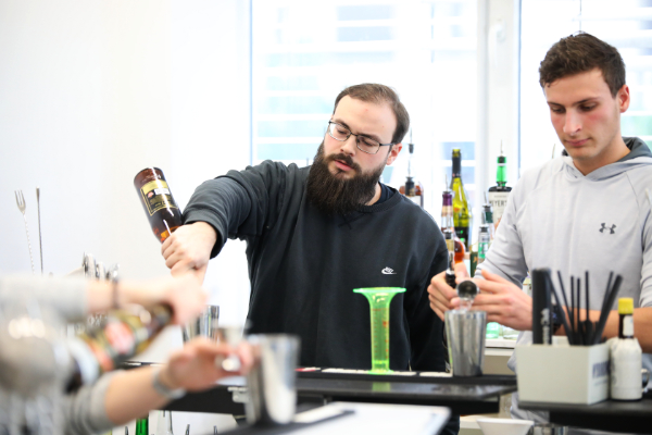 Duke Destilateur Andy Türler wird Basic Bartender